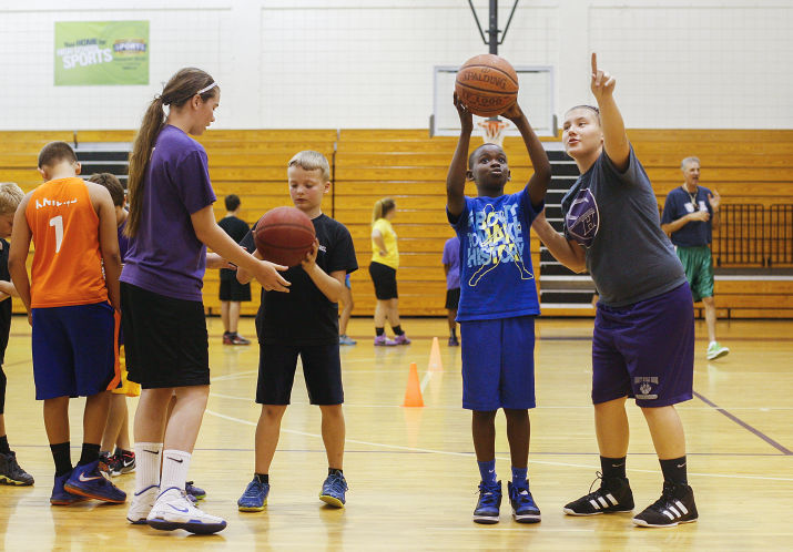 camp-counselors-basketball